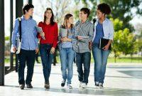 thumb_article_big_131105_-_shutterstock_159286760_-_EUROPA_-_ESTUDIAR_-_Erasmus_-_estudiantes_caminando